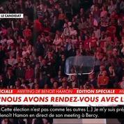 À Bercy, Hamon observe une minute de silence en hommage aux victimes des attentats