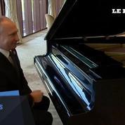 Une semaine après son match de hockey, Poutine fait du piano
