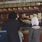 Syrie : à Douma assiégée, les pâtissiers préparent l'Aïd