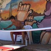 Refugié au Liban, un Syrien découvre la mer et le surf