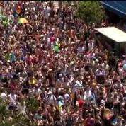 Foule joyeuse à la Gay Pride de Tel Aviv