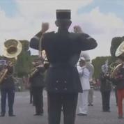 La prestation de clôture du défilé du 14 juillet par la fanfare interarmées