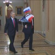 Trump ciblé par les drapeaux russes d'un manifestant