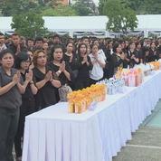 La Thaïlande marque le premier anniversaire de la mort du roi