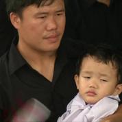 Les Thaïlandais rendent un dernier hommage à leur roi
