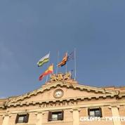 Les drapeaux espagnol et européen retirés de la mairie de Sabadell