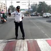Inde: quand gendarme rime avec moonwalk