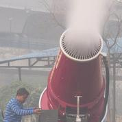 Un brumisateur géant contre la pollution à Delhi
