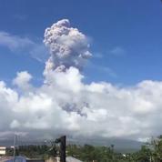 Aux Philippines, le volcan Mayon est toujours en éruption
