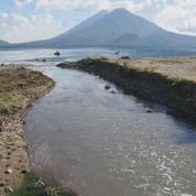 Au Guatemala, le lac du