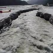 Chine : le magnifique dégel d'une cascade