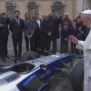 Le pape bénit une formule E