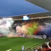 Quand les supporters bordelais utilisent de la poudre colorée comme tifo