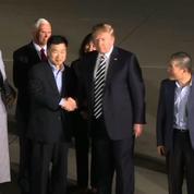 Donald Trump accueille trois prisonniers américains libérés par la Corée du Nord