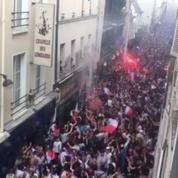 Les images incroyables de la foule en liesse rue de Lappe à Paris