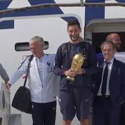 Les Bleus atterrissent à l'aéroport de Roissy avant de se rendre sur les Champs-Élysées