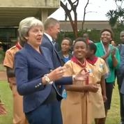 La danse de Theresa May au Kenya