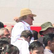 Gérard Depardieu assiste à un défilé militaire en Corée du Nord