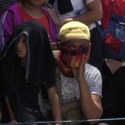 En Indonésie, après le tsunami, les survivants quittent la ville dévastée de Palu