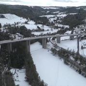 Les images aériennes des véhicules bloqués par la neige sur la RN 88