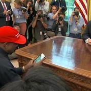 Kanye West, fervent supporter de Trump à la Maison blanche puis dans un Apple Store