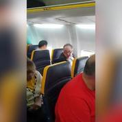 Ryanair : un passager raciste refuse de s'asseoir à côté d'une dame noire