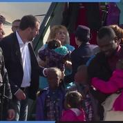 Matteo Salvini accuielle en personne 51 migrants Africains