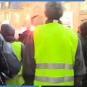 «Gilets jaunes» : les manifestants chantent la Marseillaise tout près de l'Élysée