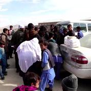 Des milliers de réfugiés afghans fuient les combats