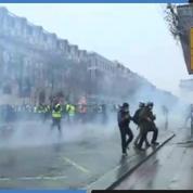 «Gilets jaunes» : Bref accrochage entre manifestants et policiers sur les Champs-Élysées
