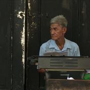 En Birmanie, les métiers de rue résistent à la modernité