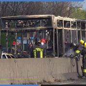 Milan : il prend 51 collégiens en otage et enflamme le bus
