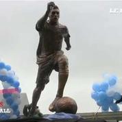 La ville de Buenos Aires inaugure une statue de Messi pour qu'il reste en sélection