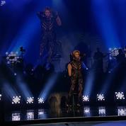 Céline Dion et le danseur Pepe Muñoz sur scène