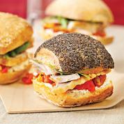Assortiment de minis sandwichs de cuisses de dinde rôtie