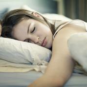Les femmes dorment plus que les hommes et se réveillent de moins bonne humeur