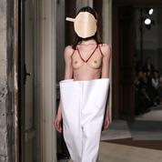 A-t-on le droit de se balader seins nus ?