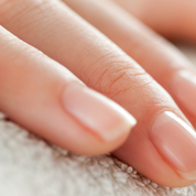 Vrai ou faux : sept idées reçues sur les ongles