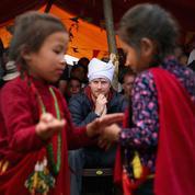 Safari, humanitaire et bindi : le voyage du prince Harry au Népal