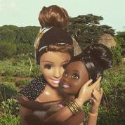 Instagram : quand Barbie se moque des selfies de certains humanitaires