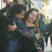 Vidéo : des danseurs cubains enflamment les rues de Paris