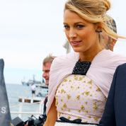 Blake Lively, entourée d'une horde de requins à Cannes