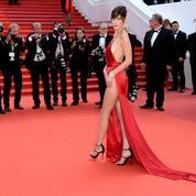 Bella Hadid revient sur sa robe (très) fendue à Cannes :