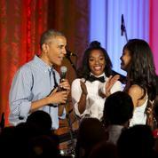 Barack Obama chante (très mal) pour l'anniversaire de sa fille Malia