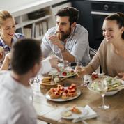 Couple : est-ce si important que notre conjoint s'entende avec nos amis ?