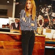 Comment porter le jean autrement au bureau?