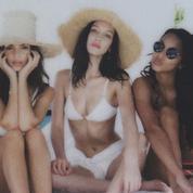 Sea, bikini et selfie : les Anges de Victoria's Secret en vacances sur une île privée