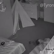 Vidéo : cette mère a une solution originale pour ne pas réveiller son enfant