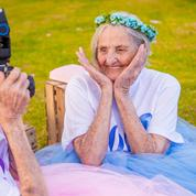 La joyeuse séance photo des jumelles centenaires brésiliennes