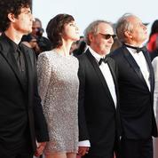 Charlotte Gainsbourg en minirobe : une effrontée sur les marches de Cannes